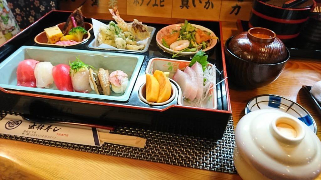 お昼の「おまかせ寿司懐石(2千円)」